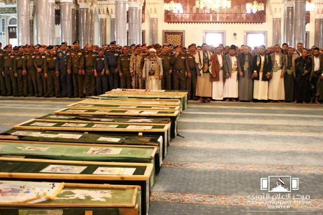 بالأسماء.. مصرع ضباط من جماعة الحوثي على يد الجيش الوطني وتشييعهم في موكب واحد!