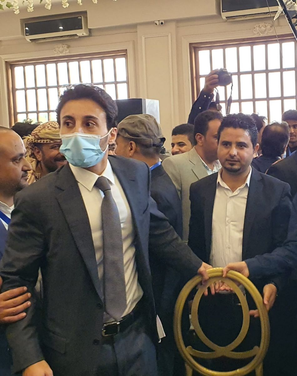 اول ظهور لخالد نجل الرئيس صالح منذ مقتل والده على يد الحوثيين..وهكذا بدى...صورة