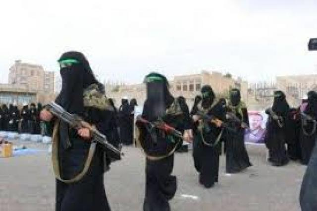 لتوزيع هذة الشي.. زينبيات الحوثي يقتحمن مدارس صنعاء ويقمن بتهديد الطالبات!
