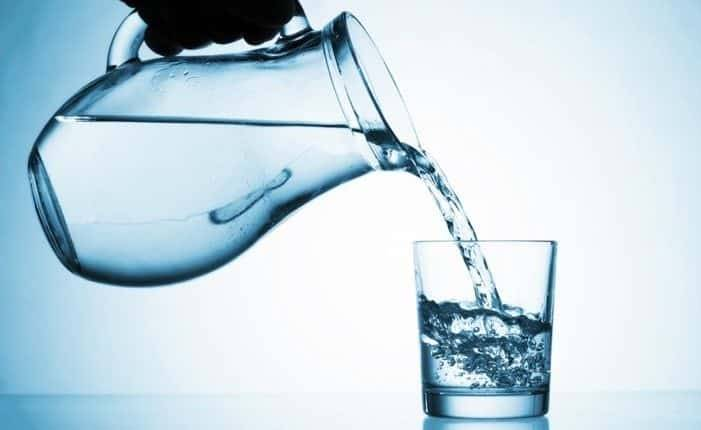 شرب الماء .. ماذا يحدث لجسمك إن قل أو كثر؟