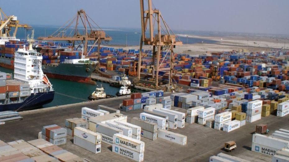 التحالف العربي يصدر 5 تصاريح لسفن متجهة لموانئ اليمن