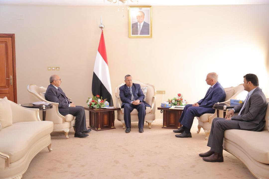 رئيس الوزراء يشيد بجهود الاشقاء والاصدقاء في دعم العملية الاغاثية في اليمن