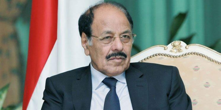 بالفيديو : الحوثيون يقتحمون منزل اللواء علي محسن الأحمر وأنباء عن اختطاف نجله