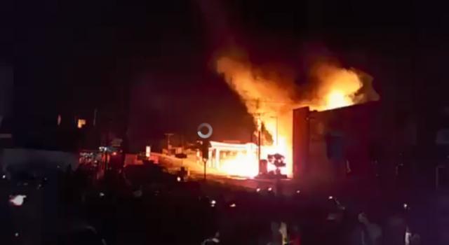 حريق كبير يلتهم محطة وقود في صنعاء