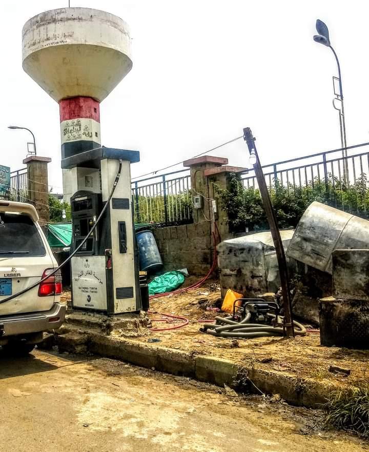 شاهد صورة لمحطة مشتقات نفطية سفري على رصيف جامعة وسط اليمن