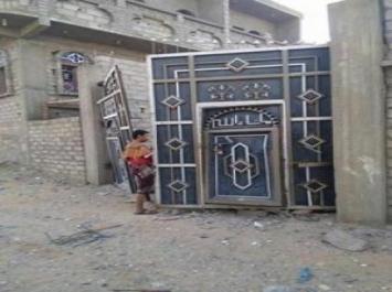 الحوثيون يدمرون حصيلة عمر مغترب يمني بالسعودية (صور)