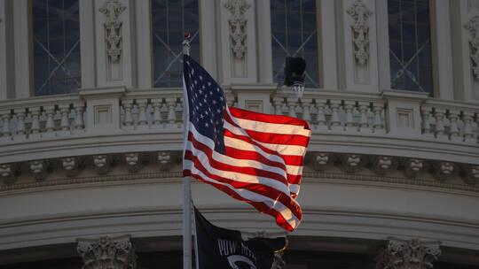 موظفو السفارة الأمريكية يهنئون الشعب اليمني بحلول شهر رمضان..شاهدبالفيديو