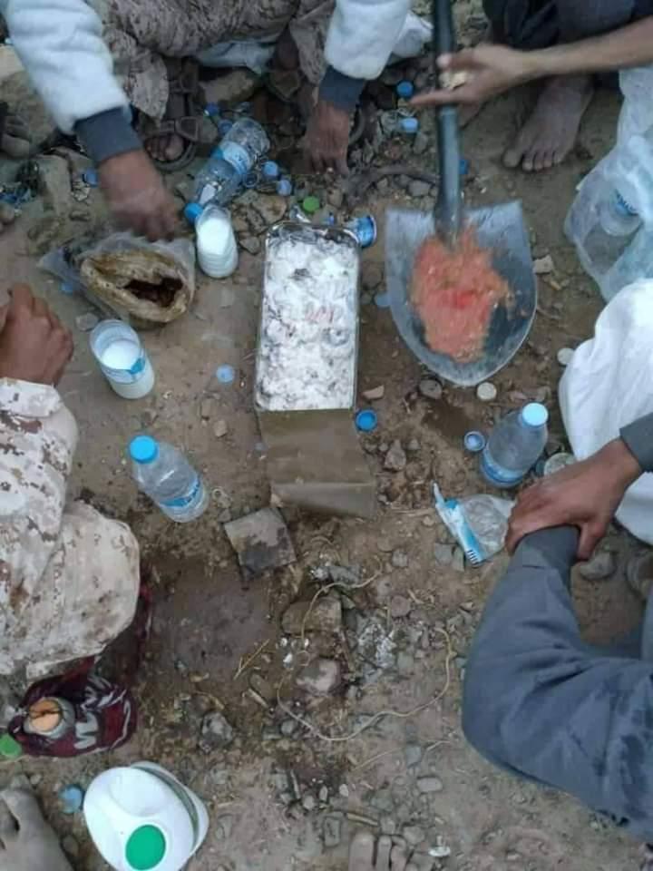 صورة رمضانية لأفراد الجيش الوطني بجبهات مأرب اثناء الإفطار تشعل مواقع التواصل