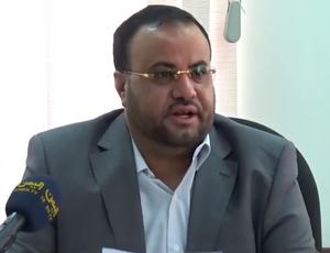 مليشيا الحوثي تسرب اول فيديو لصاحب الشريحة القاتلة لـ صالح الصماد وهو يضعها بجيب مرافقه بهذه الطريقة