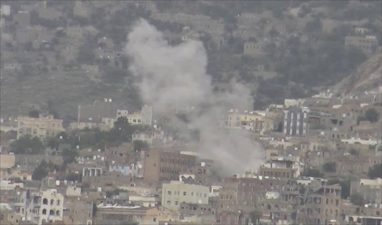معارك على أشدها شرق تعز وقتلى من الحوثيين بغارة  للتحالف العربي