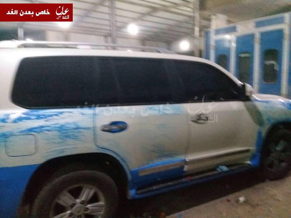 شاهد :  مسؤولون يتبعون شلال علي شائع  يسطون على سيارات قدمتها الامارات للشرطة ويحولونها الى ملكية خاصة