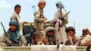 مواطن يمني دفعه ظلم وجور  مليشيا الحوثي إن يشعل النار في جسمه على أبواب الرئاسة بصنعاء