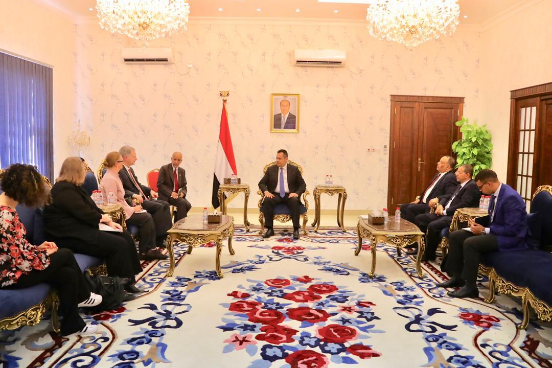 رئيس الوزراء يستقبل السفير الأمريكي لدى اليمن