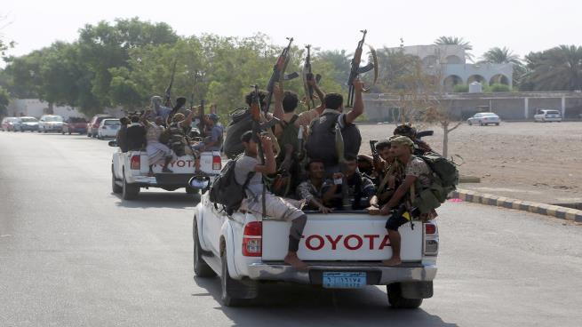 الحوثيون يمنعون صيانه الهواتف النقالة واجهزة الكمبيوتر الاّ بتصريح من المباحث الجنائية !