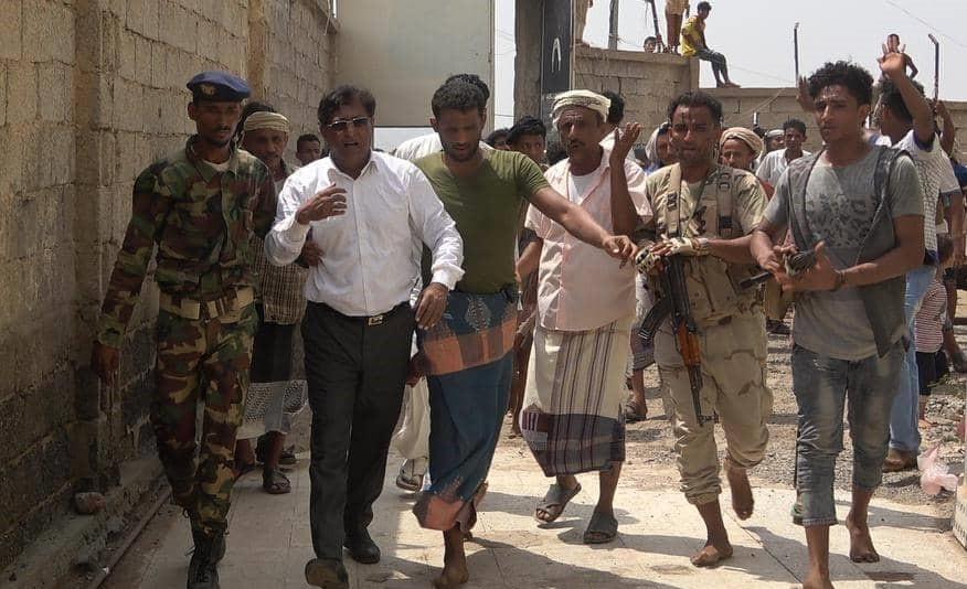 برلماني يمني يزور مسقط رأسه لاول مرة منذ تحريرها من قبضة الحوثيين