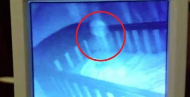 لحظات مرعبة .. رجل دخل غرفته وأختفى تماما وكاميرا المراقبة تكشف الصدمة التي لا تخطر على بال !