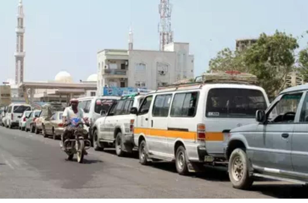 الحكومة اليمنية تعتزم كسر احتكار استيراد المشتقات النفطية