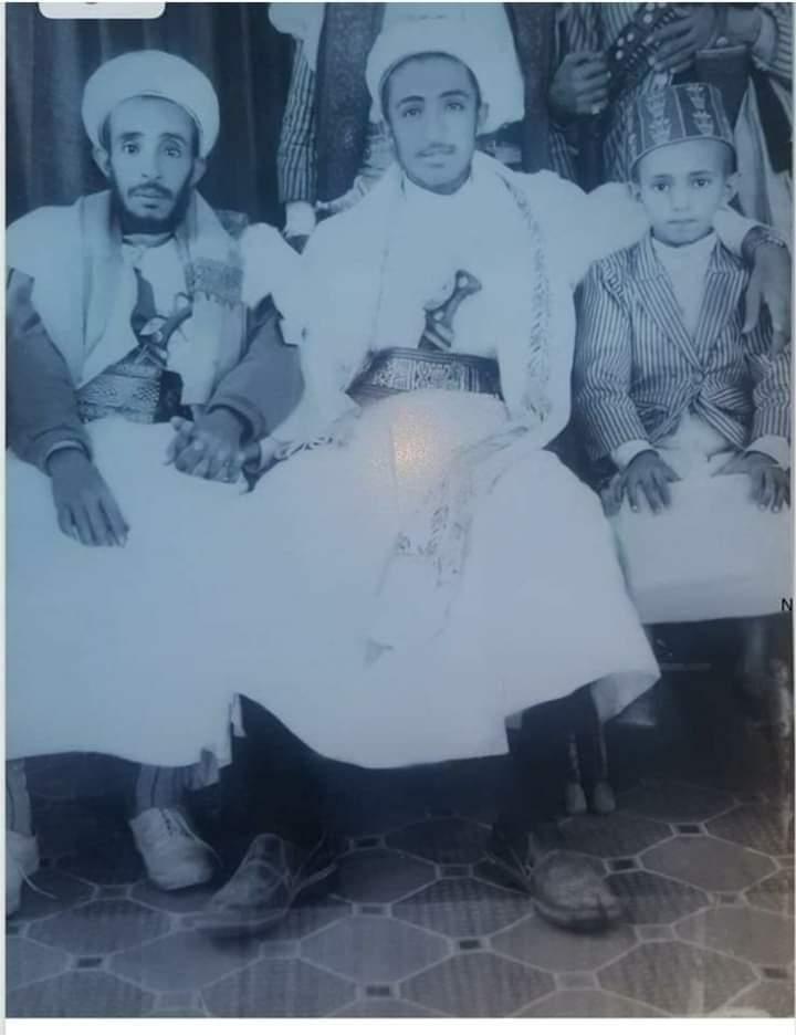 حبيب الملايين في اليمن بعد سنوات من الإغتيال يظهر بصورة اثناء حفل زفافه وهذا ما يرتديه من ملابس ؟