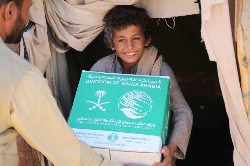 مأرب 500 سلة غذائية من مركز الملك سلمان للإغاثة لنازحي مخيم حجة