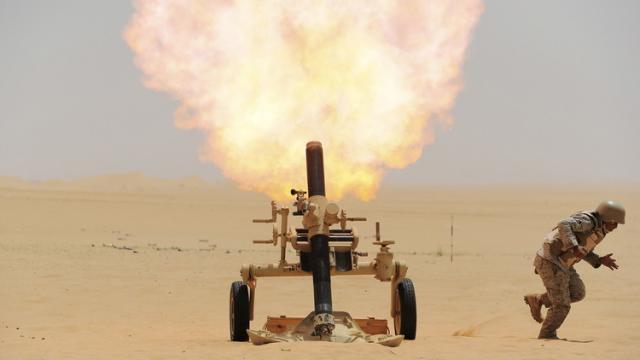 قصف مدفعي  واشتباكات عنيفه و متبادلة على الحدود اليمنية السعودية