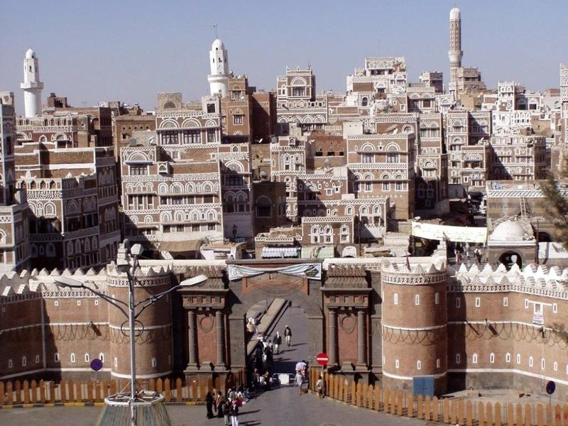 محكمة شرق الأمانة تعقد جلسة في قضية مقتل موظفي الأشغال بسوق باب اليمن!