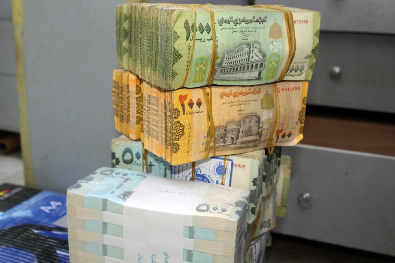 إنهيار الريال اليمني مقابل الدولار و السعودي في بداية تداولات اليوم الأربعاءتعرف على الاسعار!