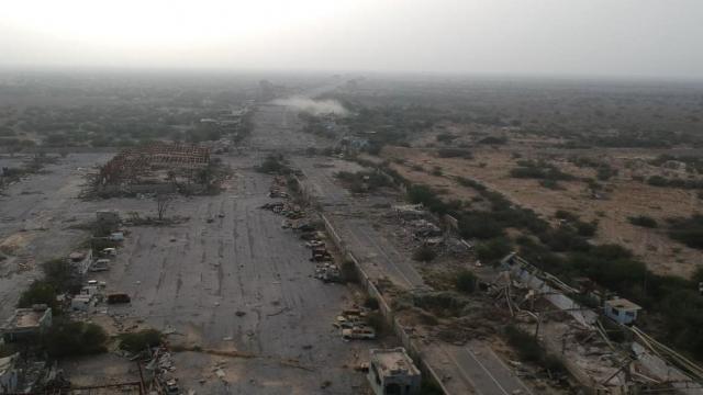 تصوير جوي للدمار الهائل وكيف أصبح منفذ حرض الحدودي بين اليمن والسعودية.. شاهد الفيديو