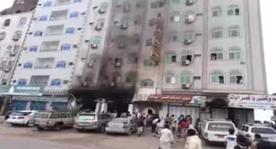 عاجل : تفجير فندق سياحي في عدن ..صورة
