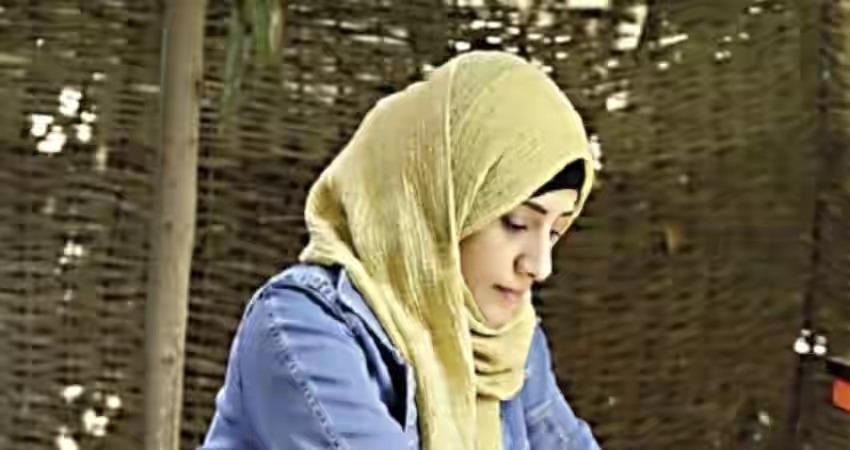 """شابة يمنية تتحدى الغربة في مصر وتهزم الظروف الذي صنعتها الحرب في اليمن ببيع """"كب كيك"""""""