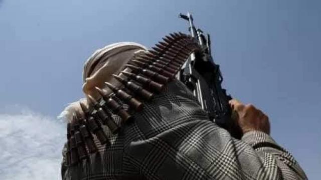 بالأسلحة الثقيلة والمتوسطة .. اشتعال جبهة جديدة في محافظة جنوبية وسط انهيار كبير للمليشيات الحوثية