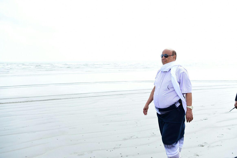 عاجل : شاهد صورة للرئيس هادي بالزي الشعبي على شواطئ عدن السياحية 29-01-17-655956799.j