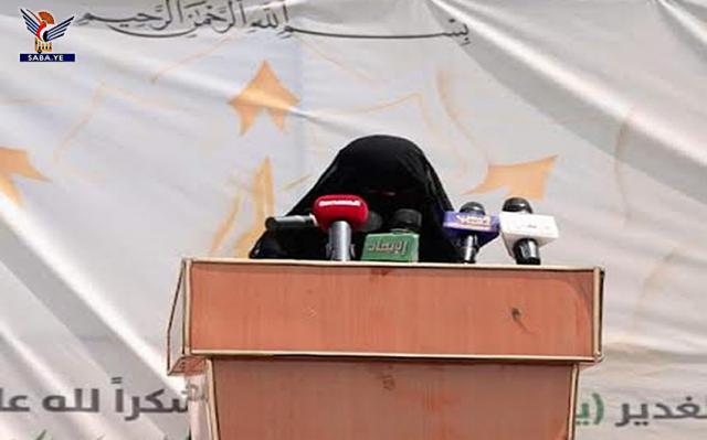 """اول ظهور مستفز لشقيقة زعيم المتمردين """"عبدالملك الحوثي"""" في جامع الصالح .. وهذا ما فعلته وآثار موجة غضب واسع"""