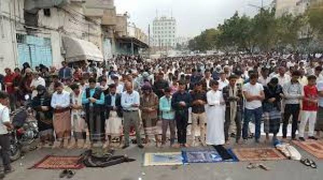 هذا ما فعله المصلون اليوم في محافظتي عمران واب في أول مقاومة ضد الحوثيين