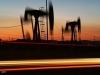 النفط يسجل أكبر هبوط للنصف الأول في 20 عاما
